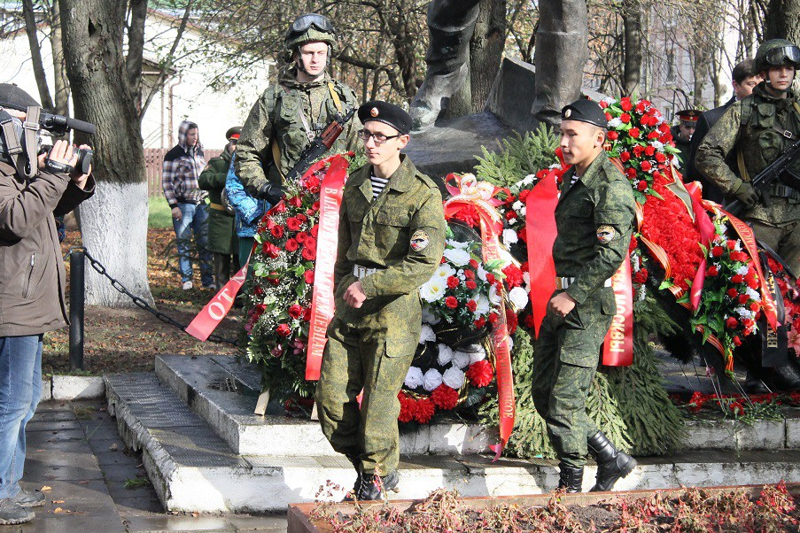 Митинг, посвященный 75 годовщине боя кремлевских курсантов в селе Ярополец