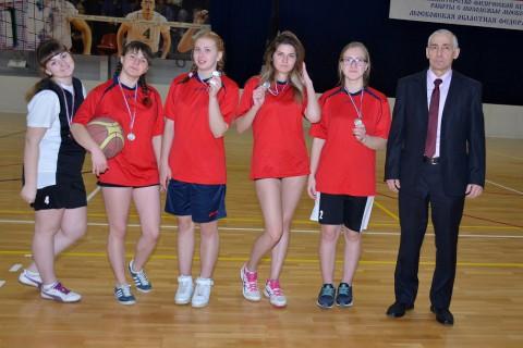 2  место в соревнованиях по баскетболу (девушки)